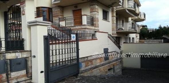 Vendesi due lussuosi appartamenti in via Sannicandro