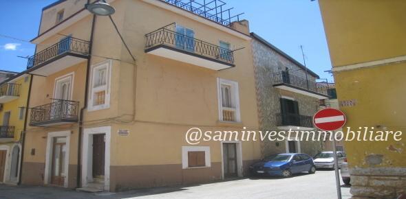 Vendesi in San Marco in Lamis (FG), nella centralissima via Lecce
