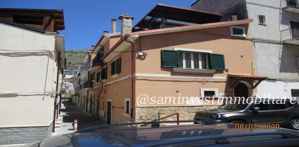 Vendesi in San Marco in Lamis (FG) in zona centralissima, una casa singola di recente costruzione