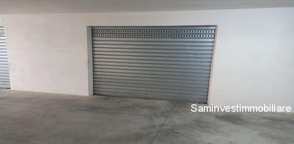 Vendesi a Vasto (CH)-  garage pianterreno